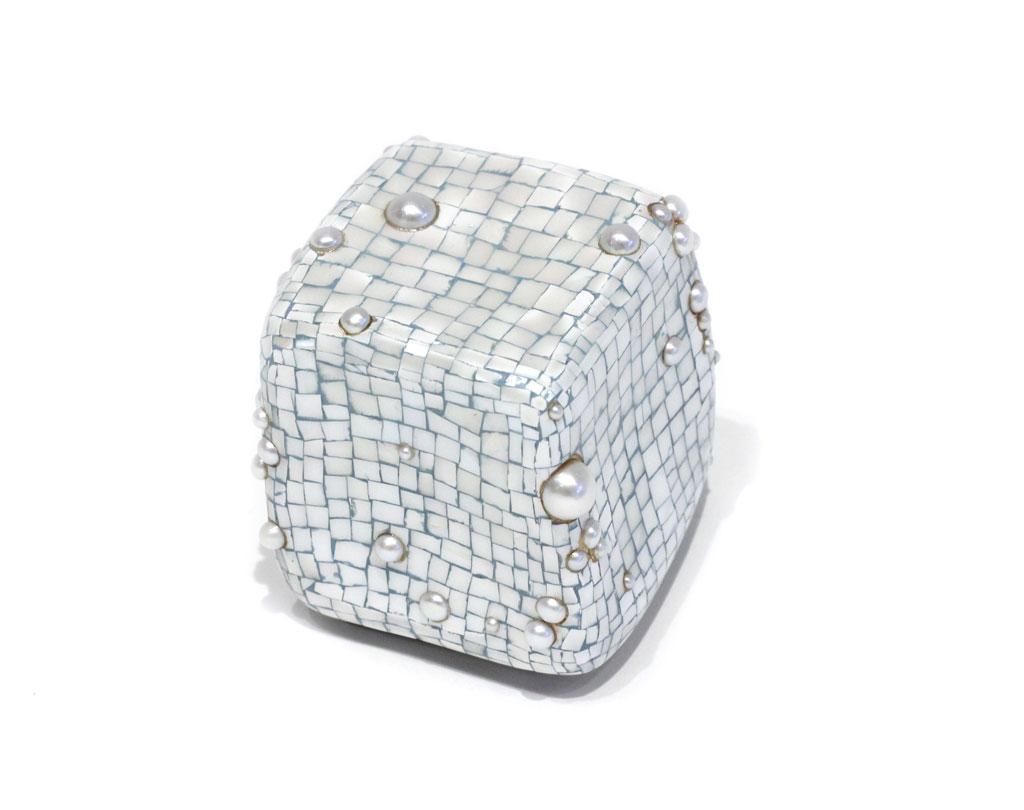 AsaiM_CubePearlBrooch1.jpg