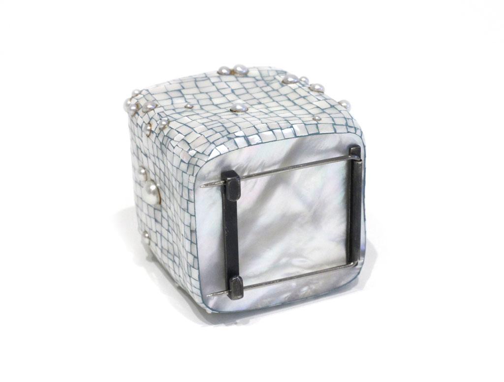 AsaiM_CubePearlBrooch2.jpg