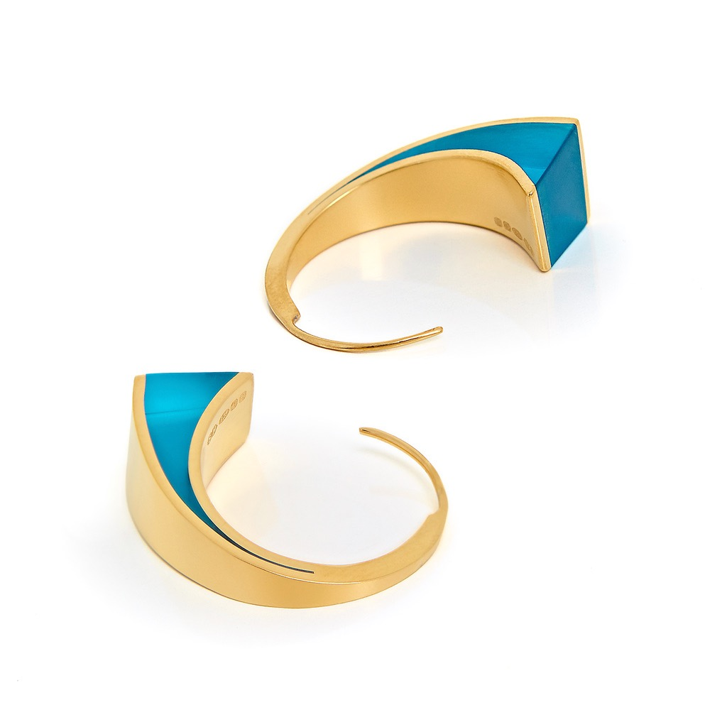 6. U.F.O Accessories Conchoidal 2 for the ear in electric blue 2.jpg