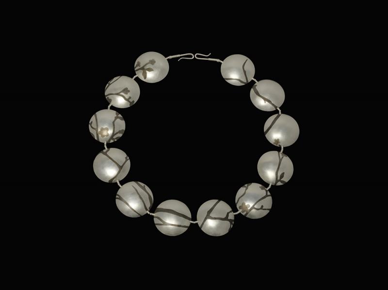 RezacS_Necklace_Spring_Back_w.jpg